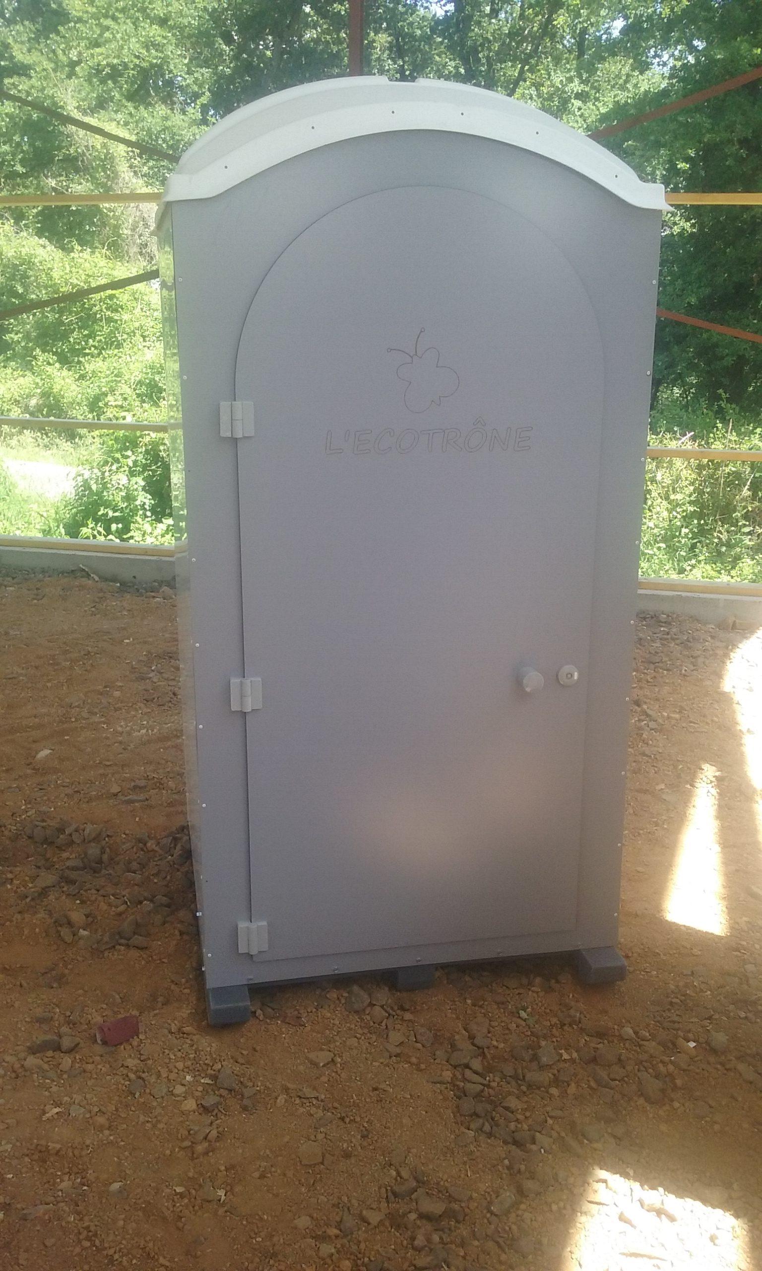 Toilettes sèches de la gamme Ecotrone de GLF, votre fournisseur de WC mobiles en location pour vos évènements